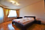 VC10 106478 - Casa 10 camere de vanzare in Floresti