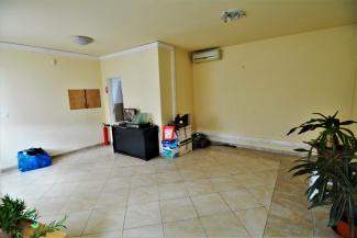 IC9 82672 - Casa 9 camere de inchiriat in Floresti